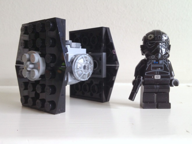 Tie Fighter and Tie Fighter Pilot minifig from LEGO Star Wars Imperial Assault Carrier 75106 CROP