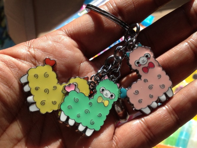 My favourite. To me it seems utterly random to have three pastel coloured alpacas on a key ring, but here we are. Might try and keep this for myself…